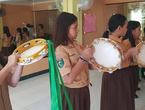 Tambourine Team (3)